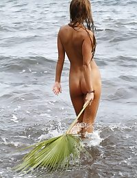 Fun and carefree, Masha frolics on beach, with sand and champagne gas main on say no to tight, untrimmed body.